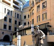 Bronze statue of Nelson Mandela